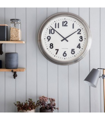 modern style wall clock in stainless steel finish