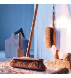 Wooden Broom in Oiled Beech - 2 Options