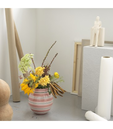 Pretty pink flower vases for your home
